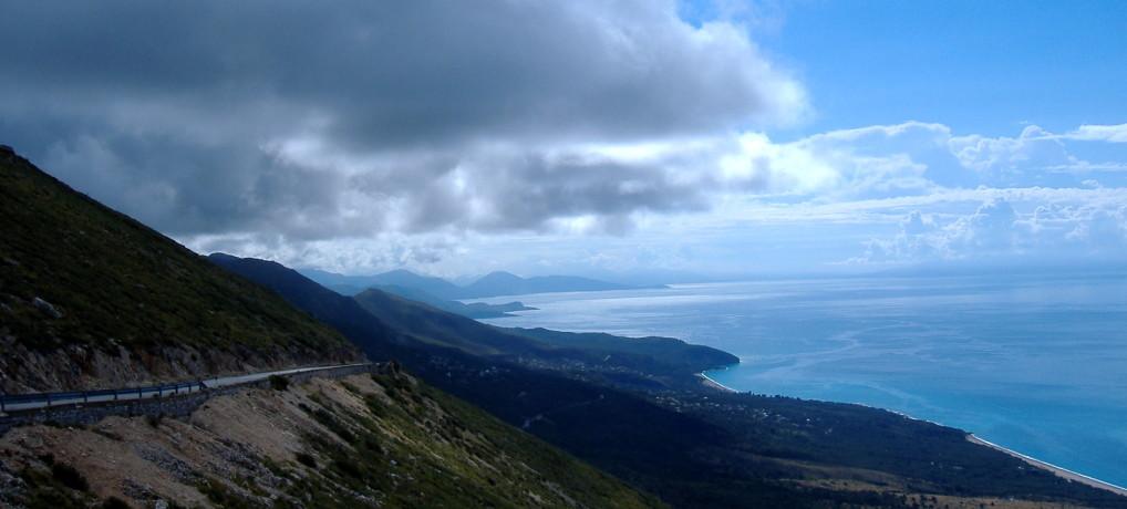 Защо да не ходите в Албания